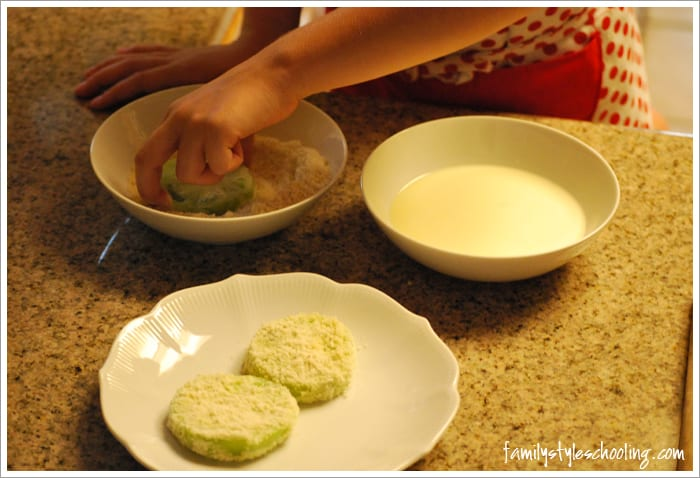 fried green tomatoes coating almond flour
