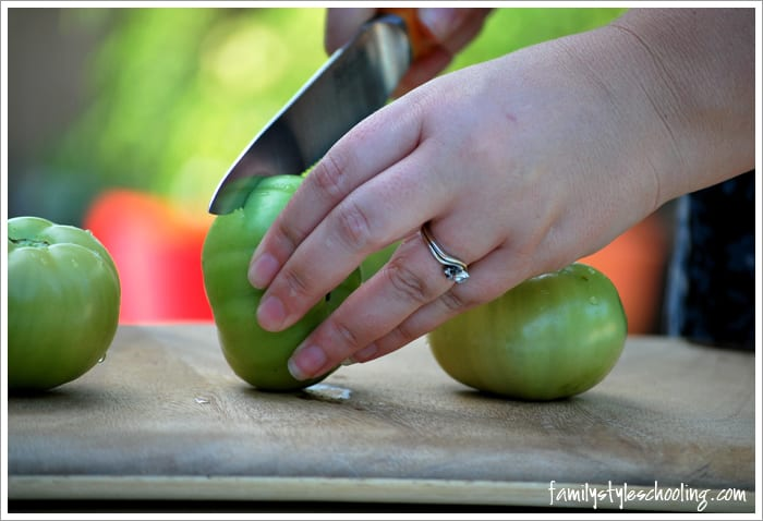 fried green tomatoes cutting